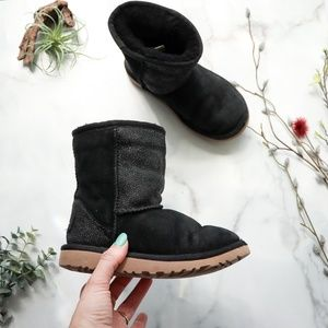 UGG little Serein classic black shearling boot